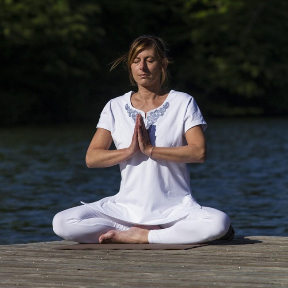 https   www.ekologiskyoga.se sv yoga-t-shirt-devadara-bla https   www ... 9e8203227fccb